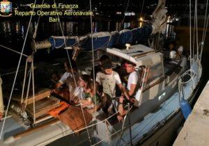 Due barche con 24 migranti arrivano nel Salento